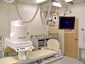 Closer front view of the Modalixx G202MG on ceiling suspension in Philips Easy Diagnost model Rad/Fluoro x-ray room